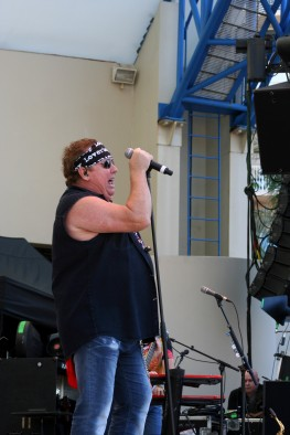 Frontman Mike Reno